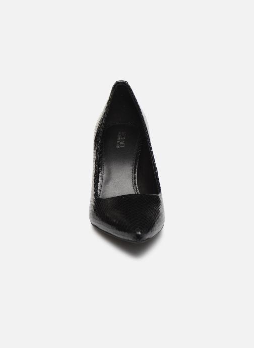 Zapatos de tacón Michael Michael Kors Dorothy Flex Pump Negro vista del modelo