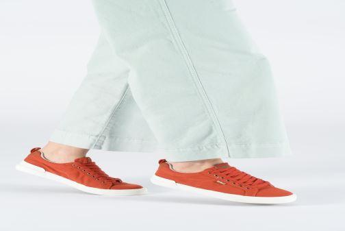 Sneaker Kickers ARMILLE weiß ansicht von unten / tasche getragen