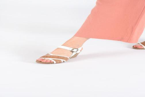 Sandales et nu-pieds Kickers SALAMBO Blanc vue bas / vue portée sac