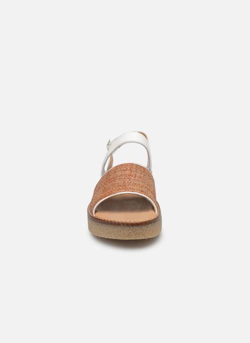 Sandales et nu-pieds Kickers VICTORIETTE Blanc vue portées chaussures