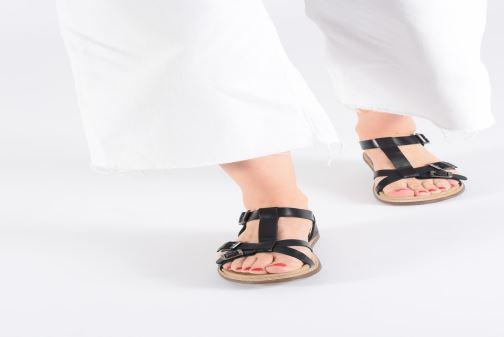 Sandales et nu-pieds Kickers MEENWICH Noir vue bas / vue portée sac