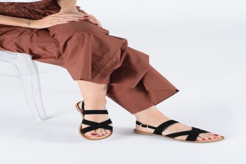 Sandales et nu-pieds Kickers DIBA Jaune vue bas / vue portée sac