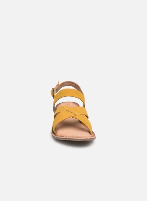 Sandales et nu-pieds Kickers DIBA Jaune vue portées chaussures