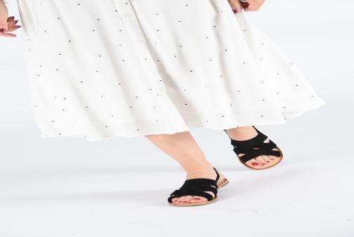 Sandales et nu-pieds Kickers DILANI Noir vue bas / vue portée sac