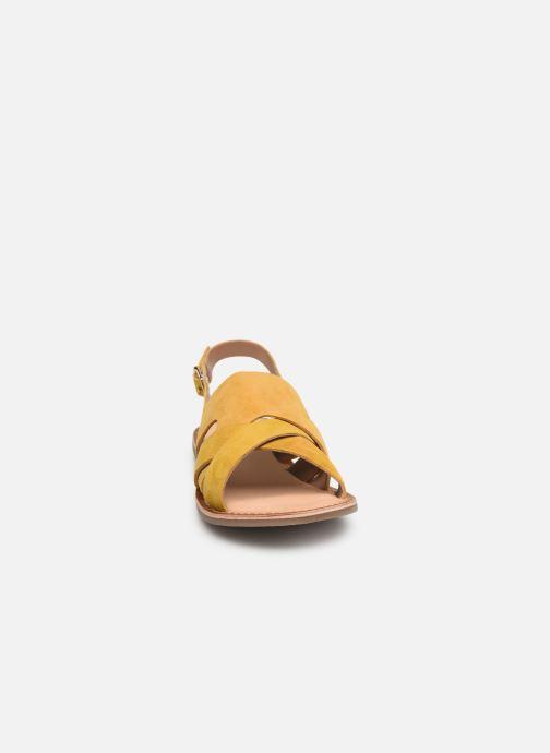 Sandales et nu-pieds Kickers DILANI Jaune vue portées chaussures