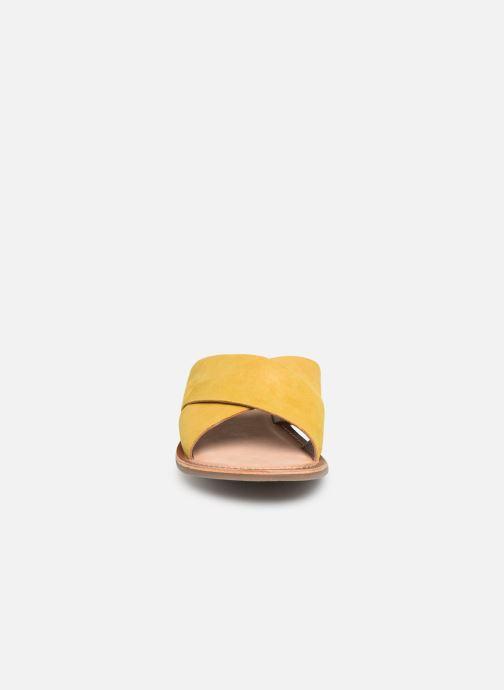 Clogs & Pantoletten Kickers DIAZ gelb schuhe getragen