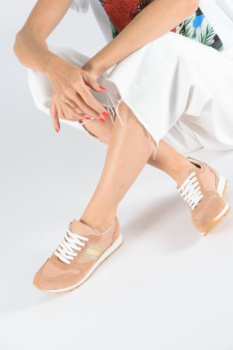 Sneaker Georgia Rose Sahman rosa ansicht von unten / tasche getragen
