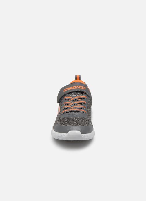 Chaussures de sport Skechers Dyna-Lite Gris vue portées chaussures