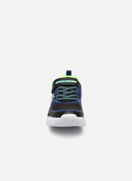 Sneakers Skechers Flex-Glow Nero modello indossato