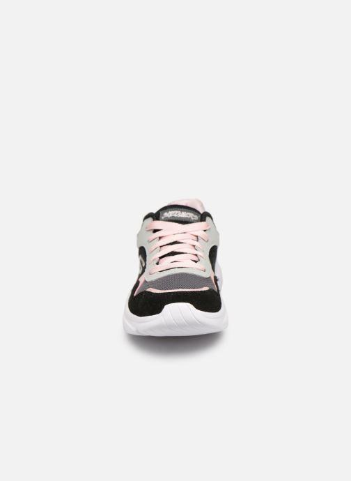 Chaussures de sport Skechers Meridian Charted Noir vue portées chaussures