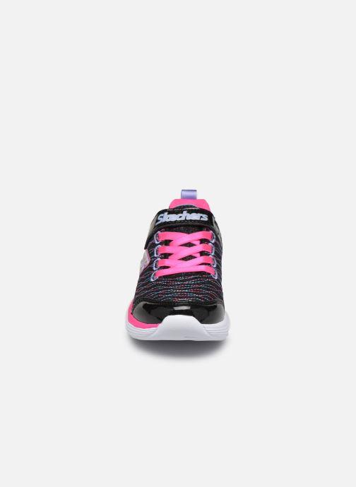Scarpe sportive Skechers Move 'N Groove Nero modello indossato