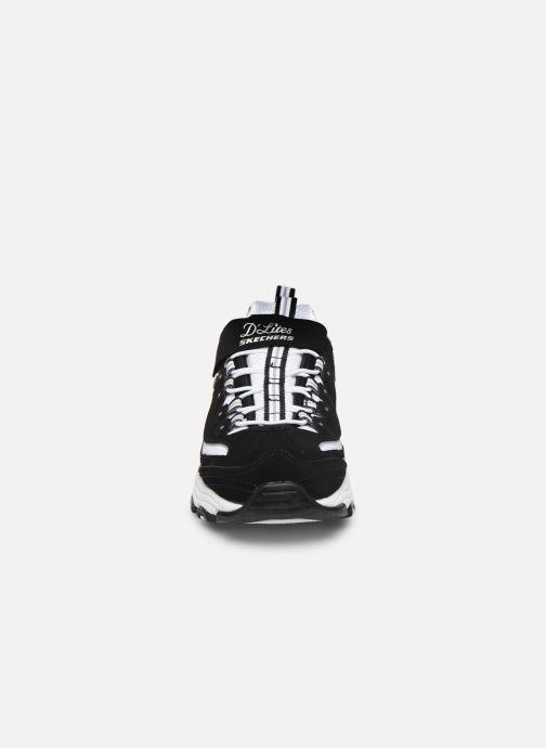 Sneakers Skechers D'Lites Crowd Appeal Nero modello indossato