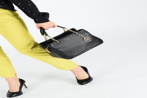 b4dae69c0c148 Handtaschen Michael Michael Kors LILLIE MD SATCHEL schwarz ansicht von  unten   tasche getragen