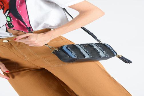 Bolsos de mano Michael Michael Kors SM CAMERA BAG Azul vista de abajo