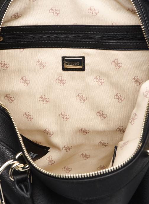 Handväskor Guess CARRY SATCHEL Svart bild från baksidan