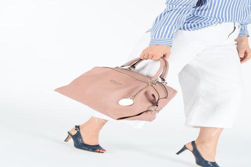 Handtassen Guess CARRY SATCHEL Roze onder