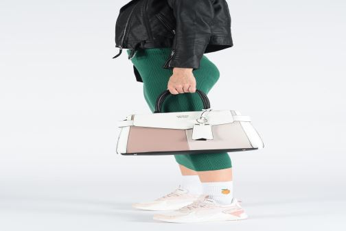 Handväskor Guess COLETTE GIRLFRIEND SATCHEL Rosa bild från ovan