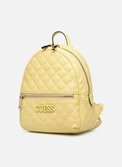 Mochilas Guess ELLIANA MINI BACKPACK Amarillo vista del modelo