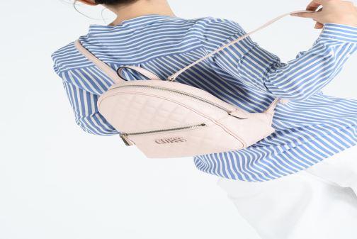 Rucksäcke Guess ELLIANA MINI BACKPACK rosa ansicht von unten / tasche getragen