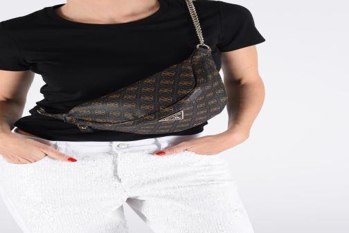 Portemonnaies & Clutches Guess LEEZA LARGE BELT BAG braun ansicht von unten / tasche getragen