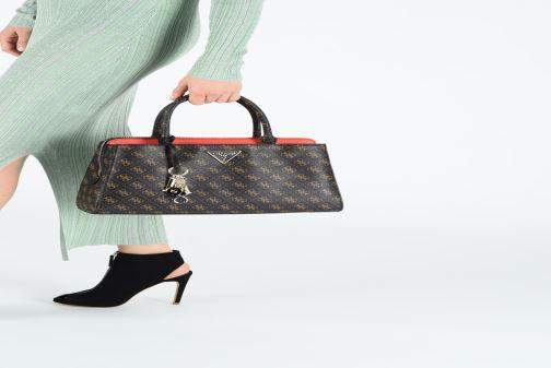 Handtaschen Guess MADDY GIRLFRIEND SATCHEL braun ansicht von unten / tasche getragen