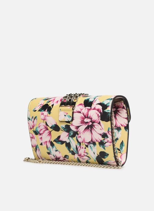 Handväskor Guess PRISMA CLUTCH Gul Bild från höger sidan