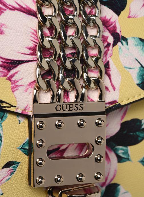 Handväskor Guess PRISMA CLUTCH Gul bild från vänster sidan