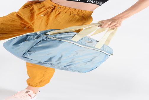 Sacs de sport Bensimon SPORT BAG COLOR LINE Gris vue bas / vue portée sac