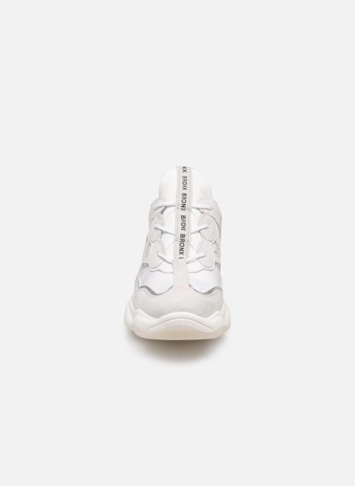 Baskets Bronx 66240 Blanc vue portées chaussures