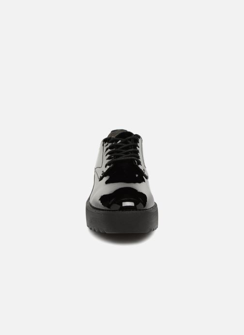 Scarpe con lacci Tamaris 23724 Nero modello indossato