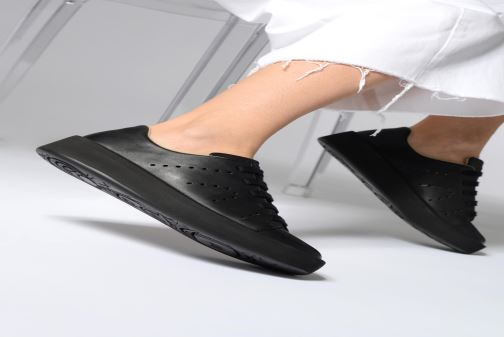 Sneaker Camper Courb W schwarz ansicht von unten / tasche getragen