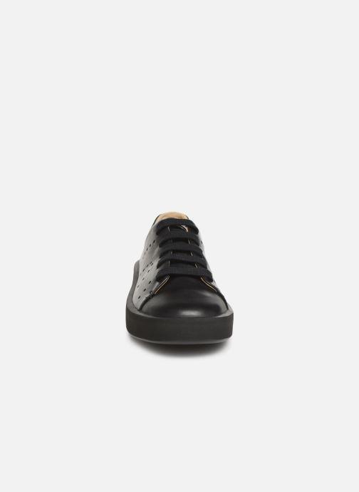 Sneakers Camper Courb W Nero modello indossato