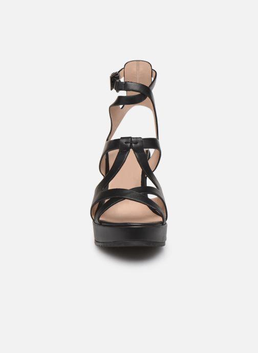 Sandalen Chattawak OXALIS schwarz schuhe getragen