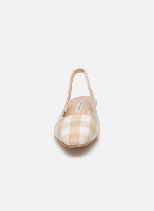 Zapatos de tacón About Arianne Galo Beige vista del modelo