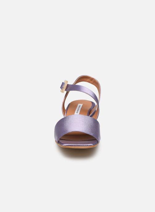 Sandali e scarpe aperte About Arianne Selva Clear Viola modello indossato
