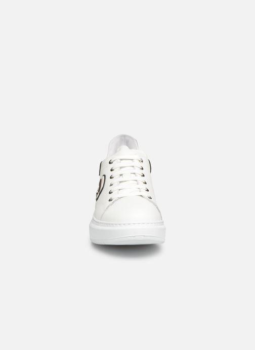 Baskets KARL LAGERFELD Kapri Karl Ikonic Lo Lace Blanc vue portées chaussures