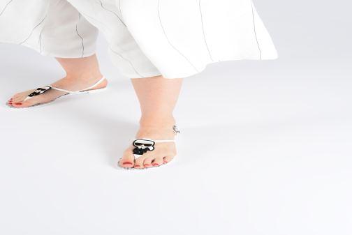 Sandales et nu-pieds KARL LAGERFELD Jelly Karl Ikonic Sling II Blanc vue bas / vue portée sac