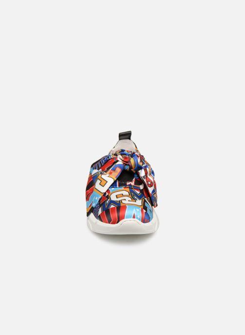 Deportivas Love Moschino Nodo Running Multicolor vista del modelo