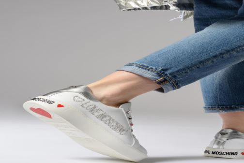 Baskets Love Moschino Studs Sneaker Blanc vue bas / vue portée sac