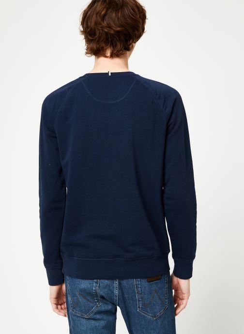 Vêtements Faguo DARNEY SWEAT COTTON Bleu vue portées chaussures