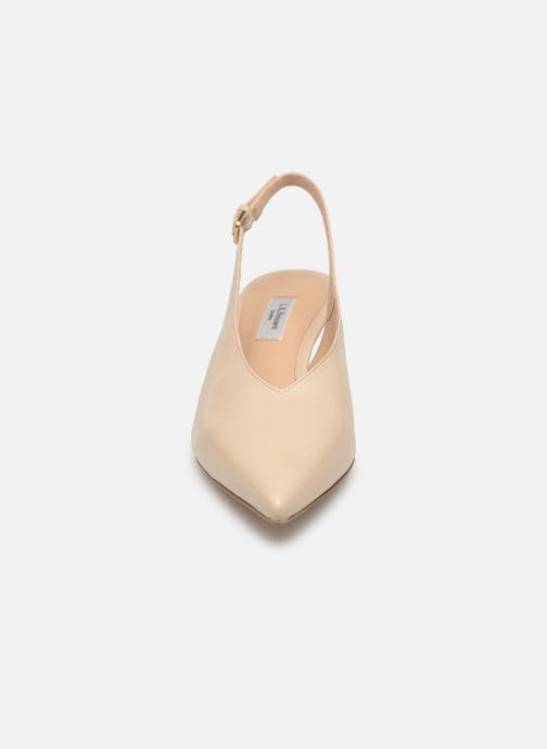 Zapatos de tacón L.K. Bennett Livia Beige vista del modelo