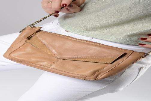 Handtaschen Pieces BETH LEATHER SMALL CROSSBODY rosa ansicht von unten / tasche getragen