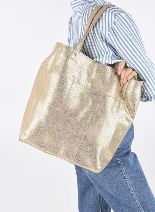 Handtaschen Pieces BRANDY SUEDE SHOPPER beige ansicht von unten / tasche getragen