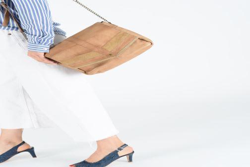Handväskor Pieces FRANCES LEATHER LARGE CROSSBODY Brun bild från under