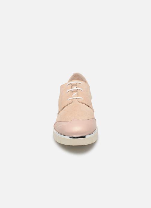 Zapatos con cordones Georgia Rose Radhia soft Beige vista del modelo