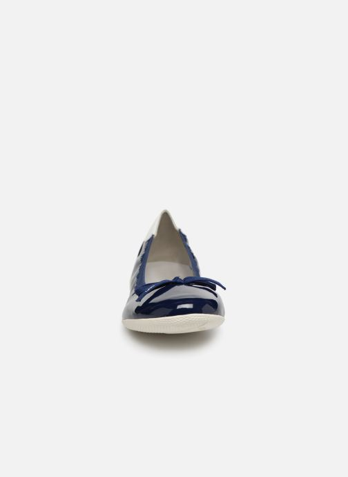 Ballerines Les P'tites Bombes ELFIE Bleu vue portées chaussures