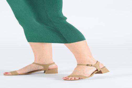 Sandales et nu-pieds Les P'tites Bombes PEGGY Rouge vue bas / vue portée sac