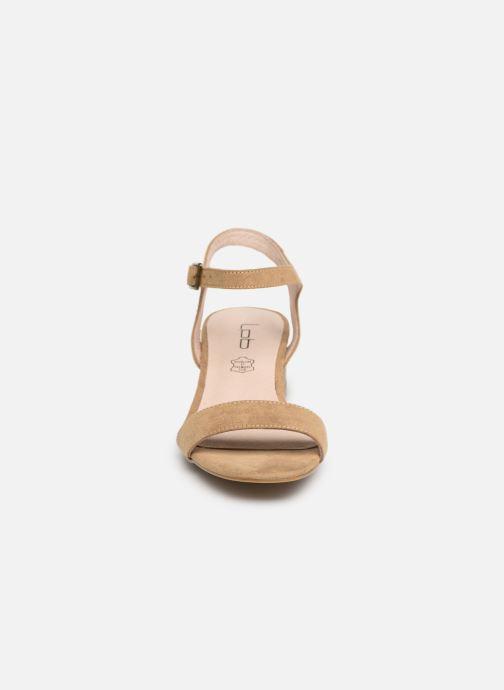 Sandales et nu-pieds Les P'tites Bombes PEGGY Beige vue portées chaussures