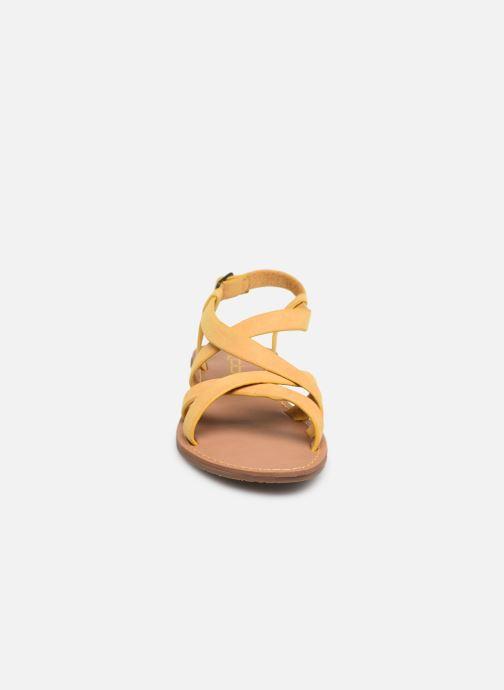 Sandales et nu-pieds Les P'tites Bombes ROMANE Jaune vue portées chaussures
