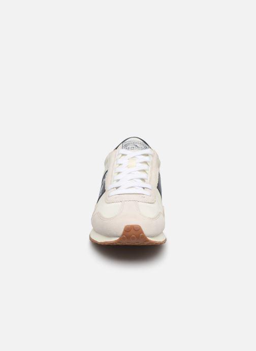 Baskets Polo Ralph Lauren Train 90 -PP Suede Blanc vue portées chaussures